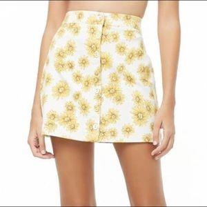 Trendy Forever 21 sunflower skirt in size small.